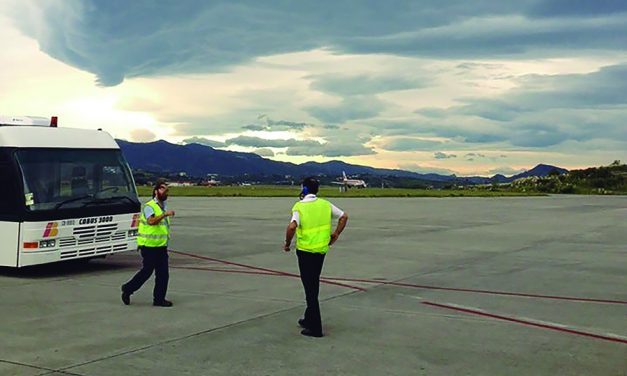 UGT mantiene la convocatoria de huelga para los días 14, 15 y 16 de agosto en el aeropuerto de Bilbao